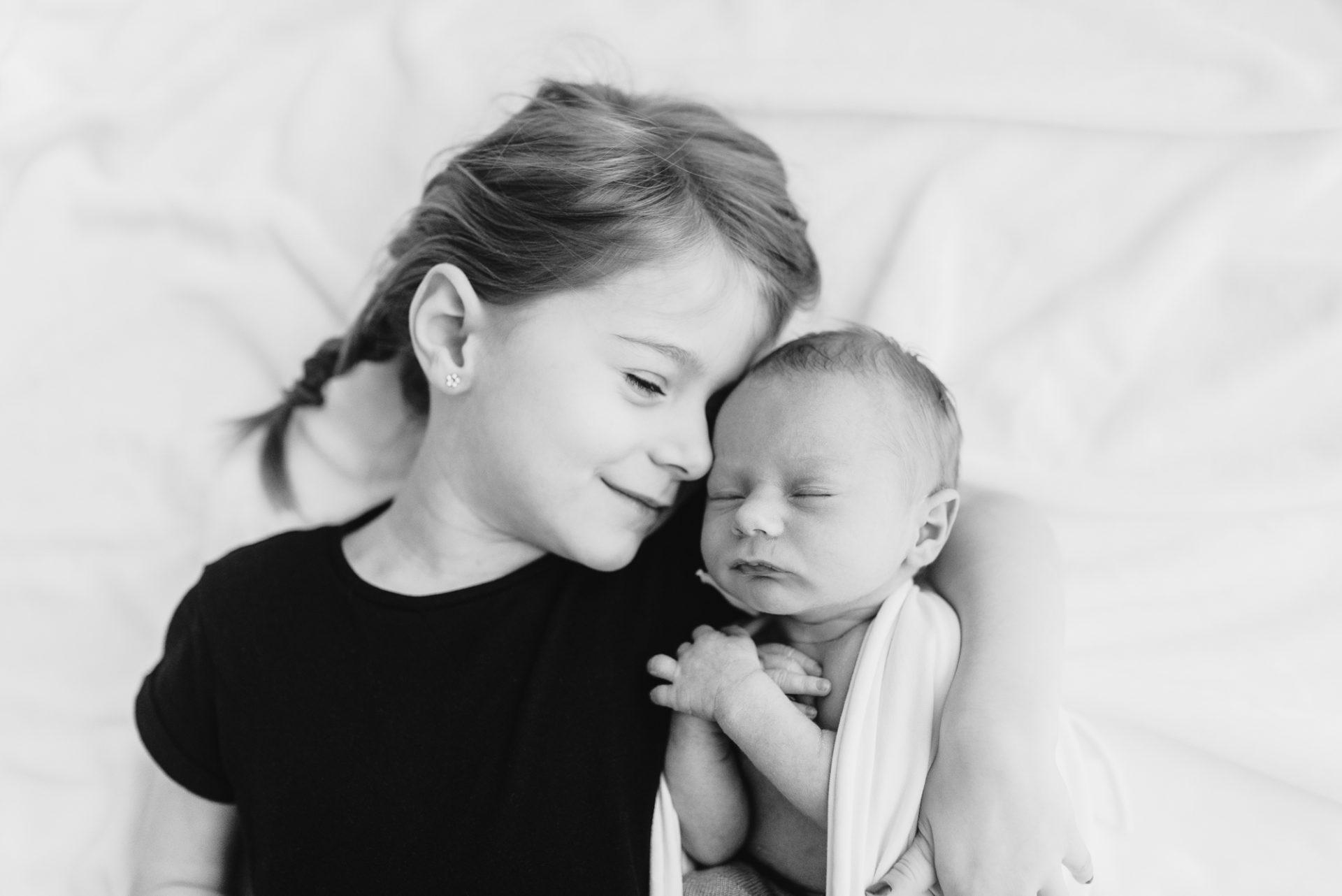 Tessa Trommer Fotografie Babyshooting natürlich Tageslicht Erfurt Neugeborenenshooting Geschwister