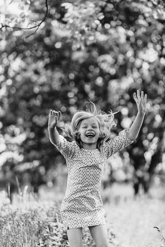 Tessa Trommer Fotografie Kinderfotografie Springen Sommer